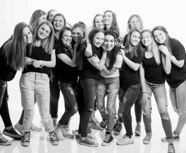 w_happy-teen-girl-group
